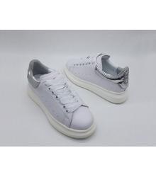 Женские кроссовки Alexander McQueen (Александр Маккуин) кожаные с серебристой вставкой White