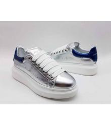 Женские кроссовки Alexander McQueen (Александр Маккуин) кожаные с синей пяткой Silver