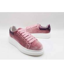 Женские кроссовки Alexander McQueen (Александр Маккуин) велюровые с сиреневой пяткой Pink