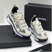Женские кроссовки Ch-l (Шанель) замшевые с логотипом на шнурках White