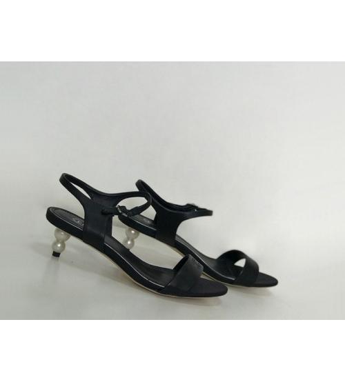 Женские босоножки Chanel (Шанель) Cruise кожаные на каблуке жемчуг Black