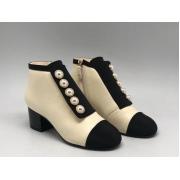 Ботильоны женские Chanel (Шанель) Cruise кожаные на молнии средний каблук Milky/Black