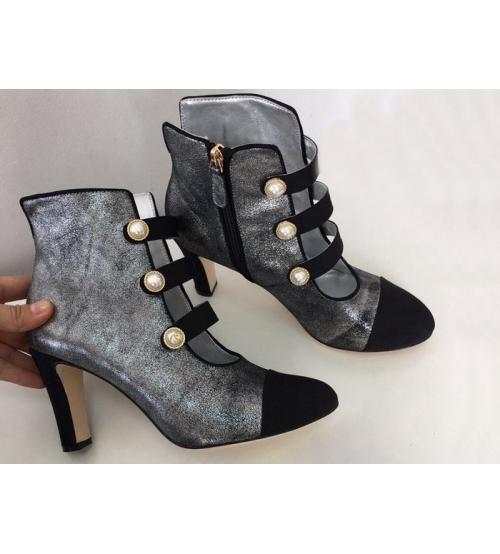 Ботильоны женские Chanel (Шанель) Cruise кожаные на среднем каблуке Silver