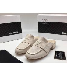 Женские мюли Chanel (Шанель) Cruise летние замшевые на среднем каблуке Beige