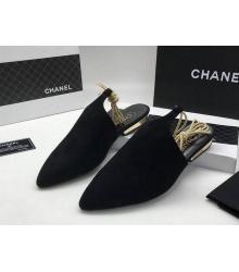 Женские мюли Chanel (Шанель) Cruise замшевые на низком каблуке Black