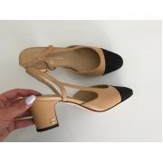 Босоножки женские Chanel (Шанель) кожаные каблук средней длины Beige/Black