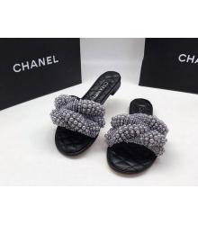 Женские шлепанцы Chanel (Шанель) летние кожаные c жемчугом Black
