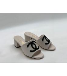 Женские сандалии Chanel (Шанель) летние кожаные на среднем каблуке White