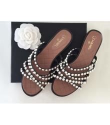 Женские шлепки Chanel (Шанель) летние кожаные с жемчугом Brown/Black