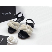 Женские сандалии Chanel (Шанель) летние кожаные с жемчугом White