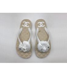 Женские шлепанцы Chanel (Шанель) сланцы летние кожаные с цветком White