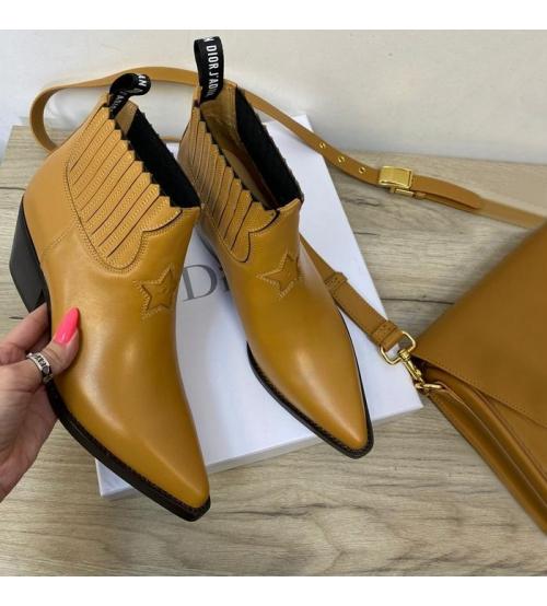 Женские ботильоны Christian Dior (Кристиан Диор) LA кожаные со звездой Mustard