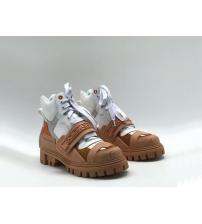 Женские ботинки Dolce&Gabbana (Дольче Габбана) кожаные на липучке и шнурках White/Beige