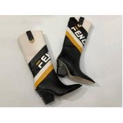Женские полусапоги казаки Fendi (Фенди) кожаные каблук скошенный Black/White