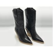 Женские казаки Fendi (Фенди) кожаные каблук скошенный Black