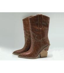 Женские сапоги казаки Fendi (Фенди) кожаные каблук скошенный Brown