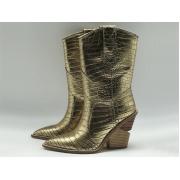 Женские сапоги казаки Fendi (Фенди) кожаные каблук скошенный Gold