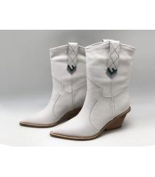 Женские полусапожки казаки Fendi (Фенди) кожаные каблук скошенный White