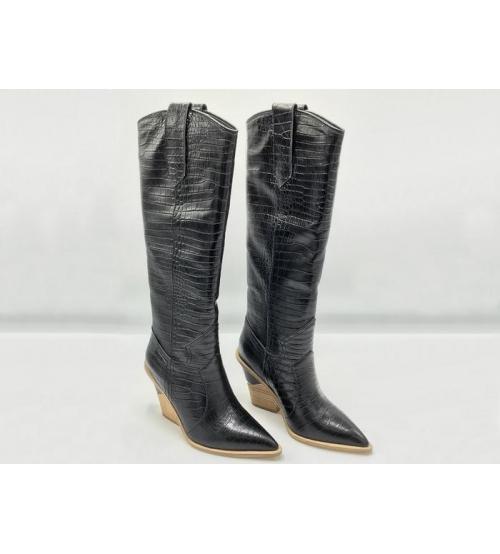 Казаки женские Fendi (Фенди) кожаные высоки каблук скошенный Black