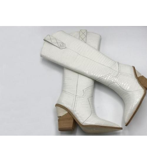 Казаки женские Fendi (Фенди) кожаные высоки каблук скошенный White