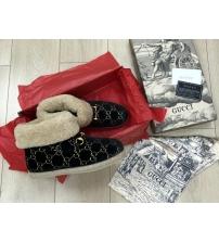 Женские ботинки зимние Gucci (Гуччи) из натуральной овчины войлок с узором GG Back