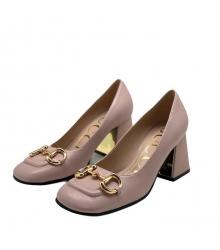 Женские туфли-лодочки Gucci (Гуччи) кожаные на среднем каблуке деталь Horsebit Beige