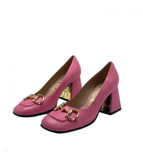 Женские туфли-лодочки Gucci (Гуччи) кожаные на среднем каблуке деталь Horsebit Pink