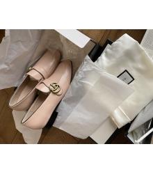 Женские лоферы Gucci (Гуччи) кожаные низкий каблук c logo Beige