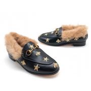 Мюли женские Gucci (Гуччи) кожаные с мехом со звездами и пчелой Black