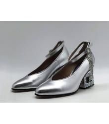 Женские туфли Gucci (Гуччи) кожаные средней высоты каблук со стразами Silver