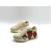 Женские кроссовки Gucci (Гуччи) Rhyton кожаные с принтом клубника White