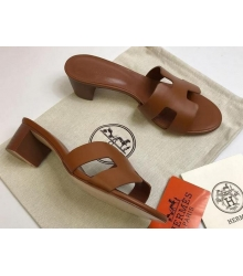 Женские сандалии Hermes (Гермес) Oasis кожаные на среднем каблуке Brown