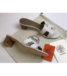 Женские сандалии Hermes (Гермес) Oasis кожаные на среднем каблуке White/Brown