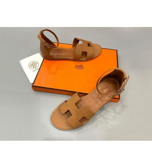 Женские сандалии Hermes (Гермес) Santorini кожаные на низком каблуке Beige