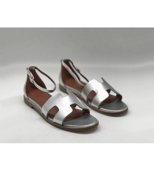 Женские сандалии Hermes (Гермес) Santorini кожаные на низком каблуке Silver