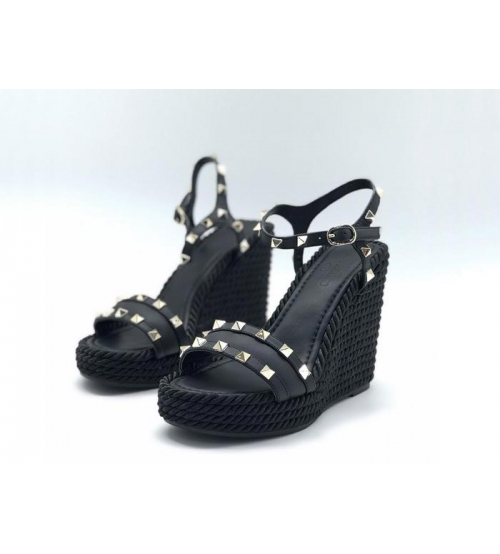 Женские босоножки Louis Vuitton (Луи Виттон) Timelapse летние кожаные на платформе с клепками Black
