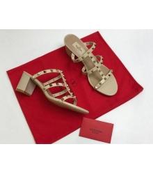 Босоножки женские Valentino Garavani (Валентино Гаравани) кожаные на толстом среднем каблуке Milky