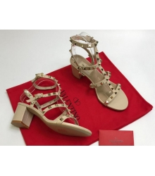 Босоножки женские Valentino Garavani (Валентино Гаравани) кожаные на толстом среднем каблуке с шипами Beige