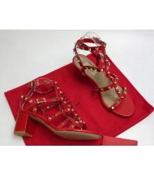 Босоножки женские Valentino Garavani (Валентино Гаравани) кожаные на толстом среднем каблуке с шипами Red