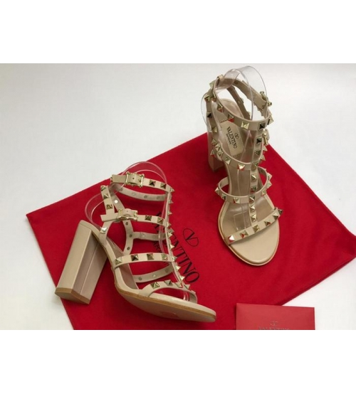 Босоножки женские Valentino Garavani (Валентино Гаравани) кожаные на толстом высоком каблуке с шипами Beige