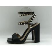 Женские босоножки Valentino Garavani (Валентино Гаравани) Rockstud кожаные на толстом каблуке Black