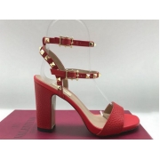 Женские босоножки Valentino Garavani (Валентино Гаравани) Rockstud кожаные на толстом каблуке Red