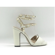 Женские босоножки Valentino Garavani (Валентино Гаравани) Rockstud кожаные на толстом каблуке White