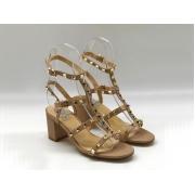 Босоножки женские Valentino (Валентино) летние кожаные на толстом среднем каблуке Beige