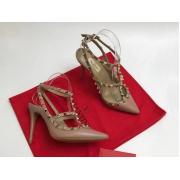 Женские туфли Valentino (Валентино) Rockstud летние кожаные каблук шпилька с открытой пяткой Beige
