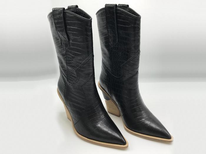 69e0a5f2d4a1 Женские казаки Fendi (Фенди) кожаные каблук скошенный Black - 28 950 ...